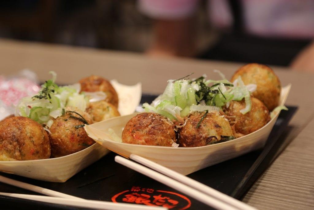 Japan, Osaka, Takoyaki, street-food