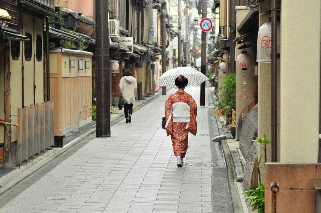 gion, geisha, travel, kyoto, activities teenagers japan