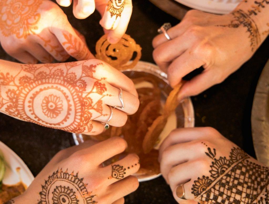 Travelers eating food in Jaipur